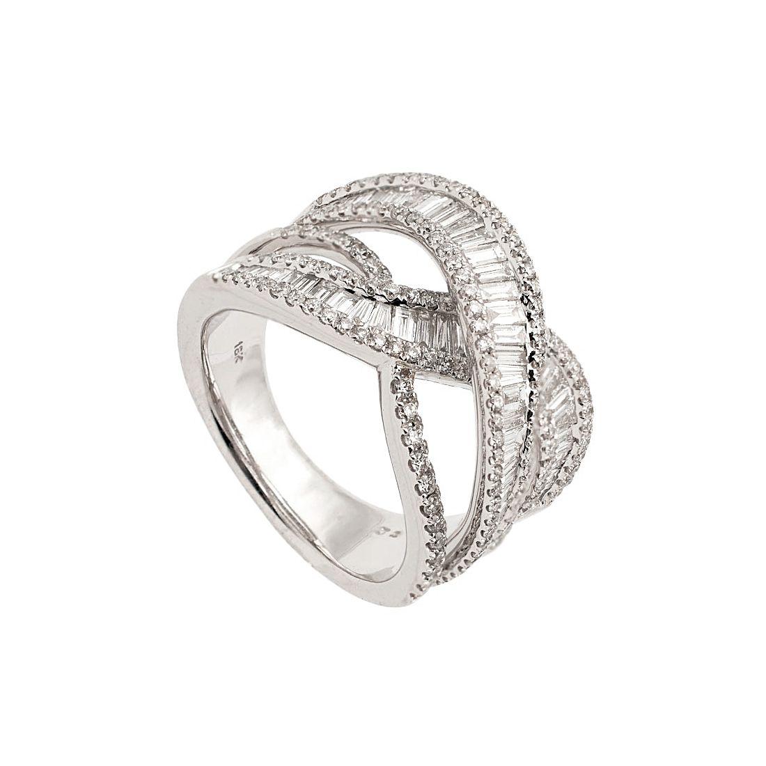 Sortija de oro blanco con diamantes en tres bandas  - 1